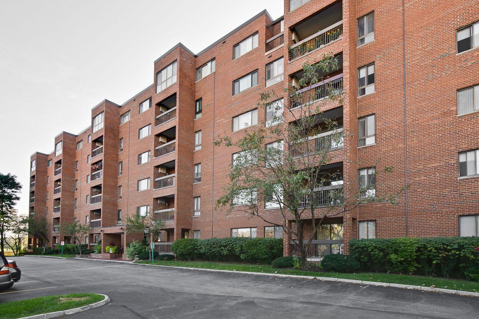 600 Naples Court, Glenview, Illinois