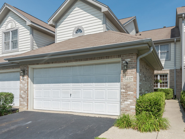 5437 Ashbrook Place, Downers Grove, Illinois