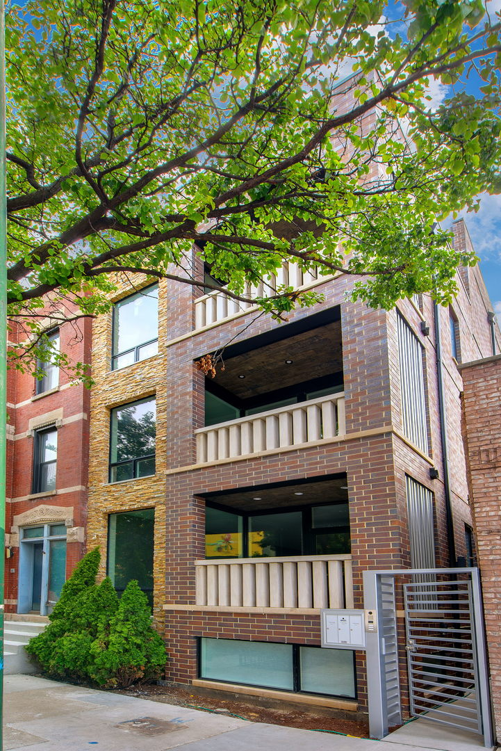 462 North May Street, one of homes for sale in Bucktown