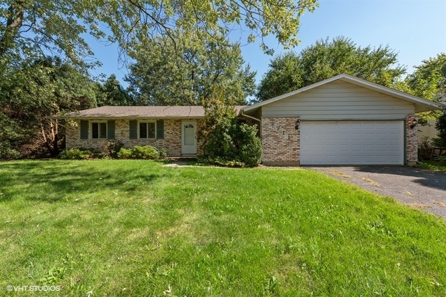 2711 Jackson Drive, Woodridge, Illinois