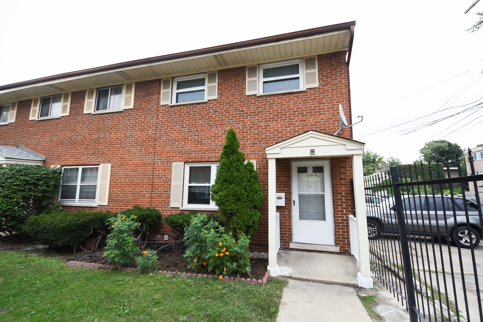 One of Rogers Park 3 Bedroom Homes for Sale at 1429 West TOUHY Avenue
