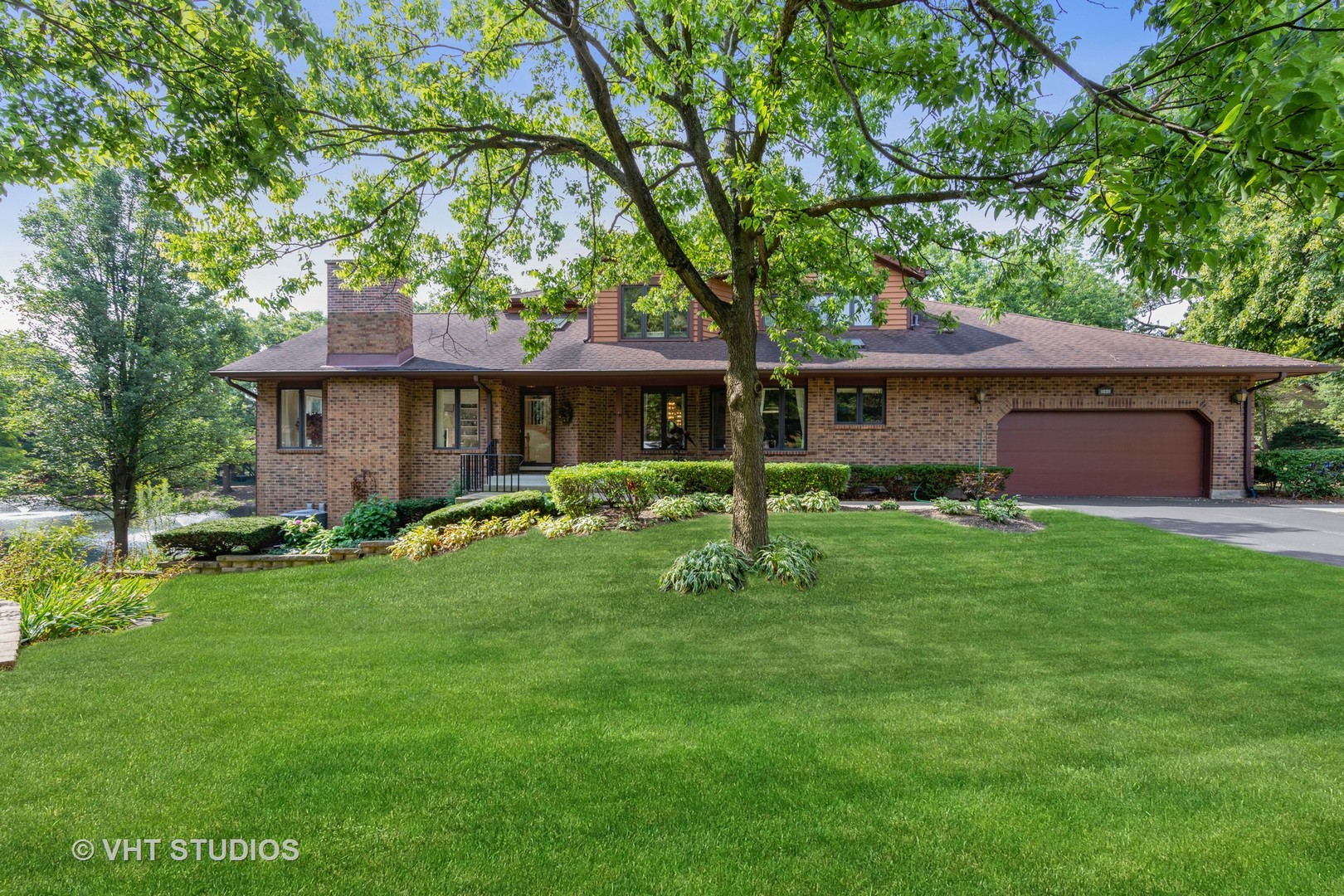 1039 Braemoor Drive, Downers Grove, Illinois
