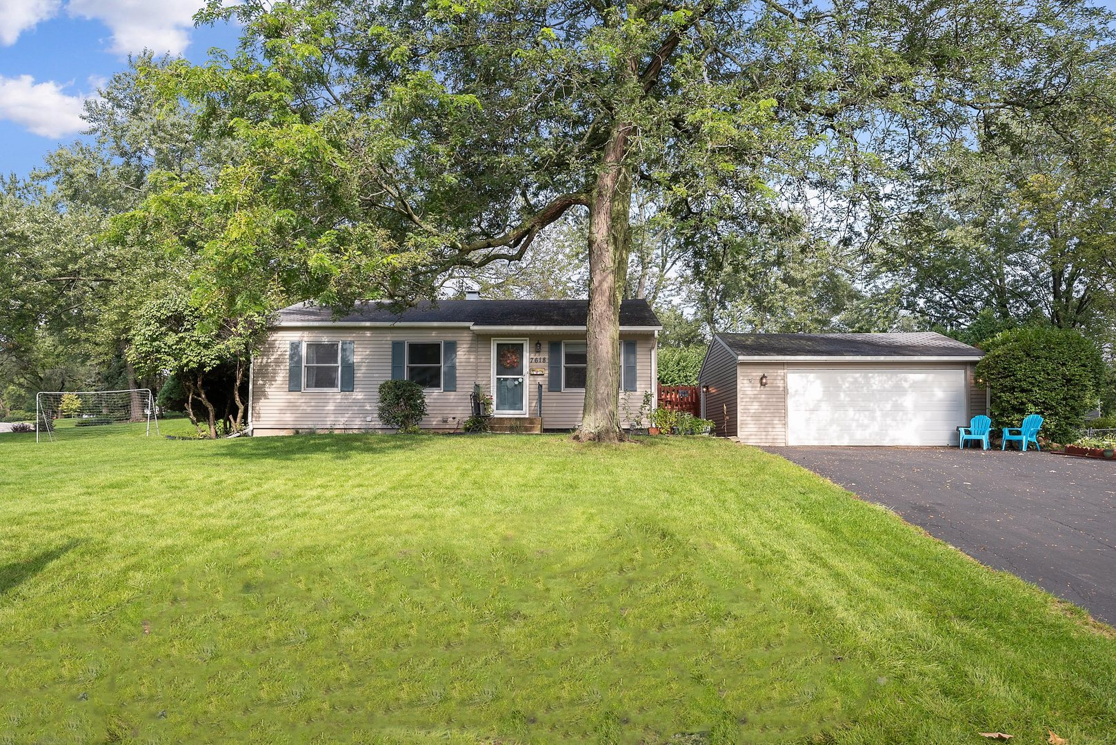 7618 Woodview Drive, Woodridge, Illinois