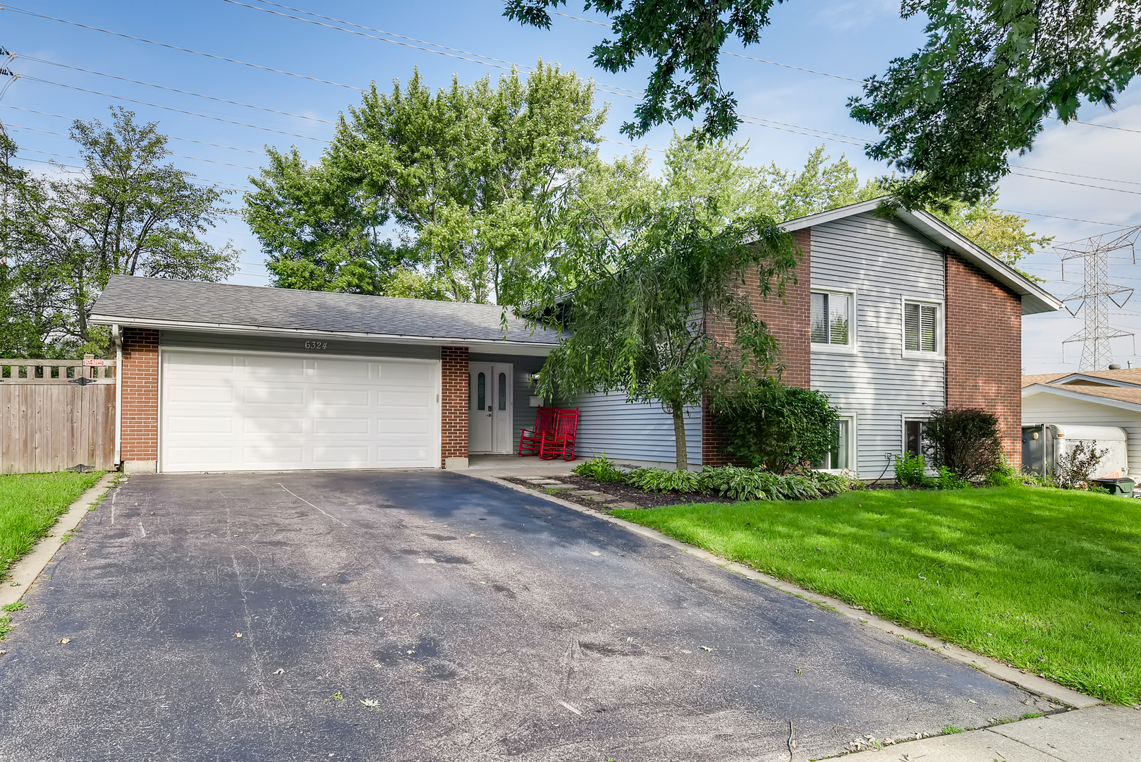 6324 Macarthur Drive, Woodridge, Illinois