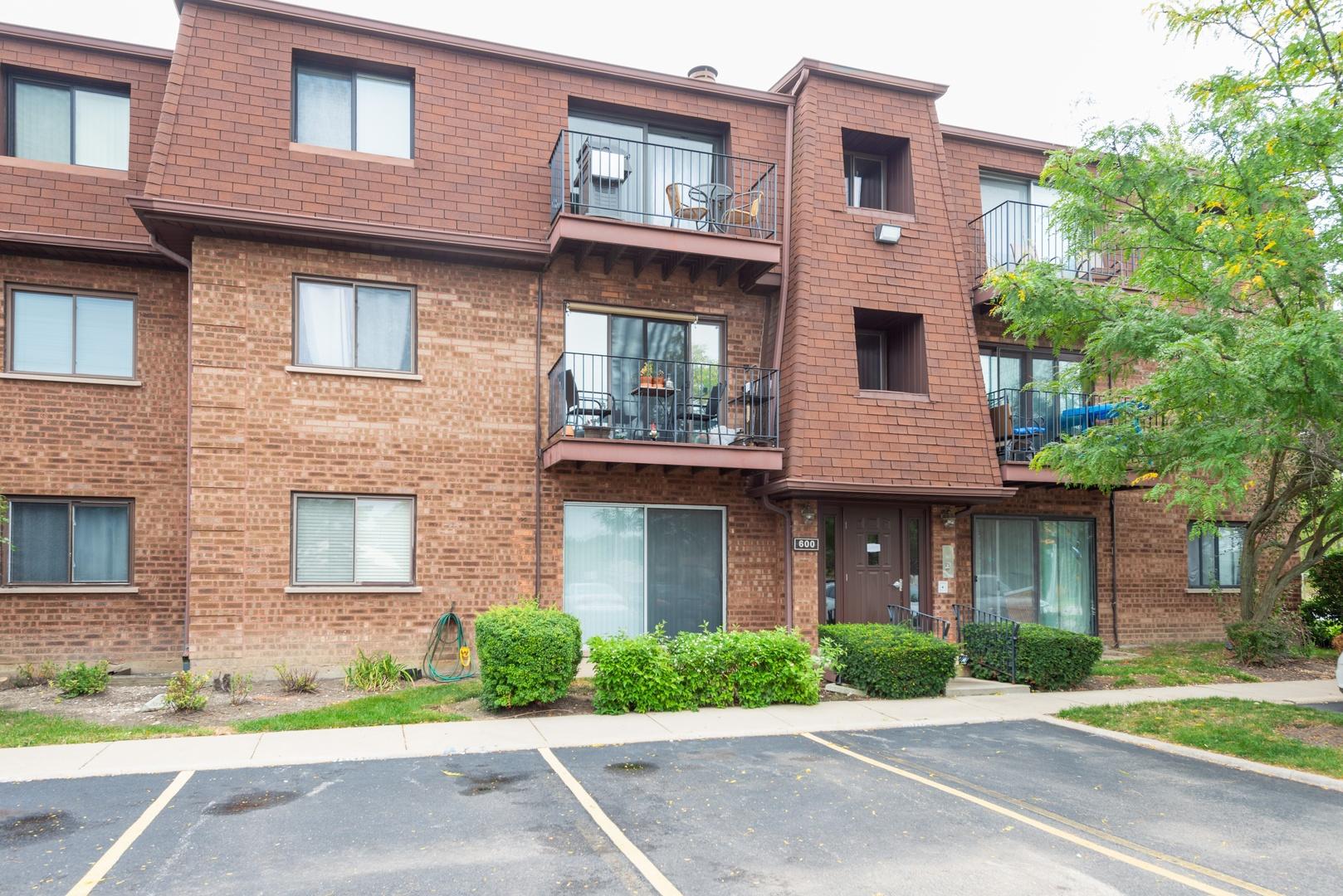 600 COBBLESTONE Circle, Glenview in Cook County, IL 60025 Home for Sale