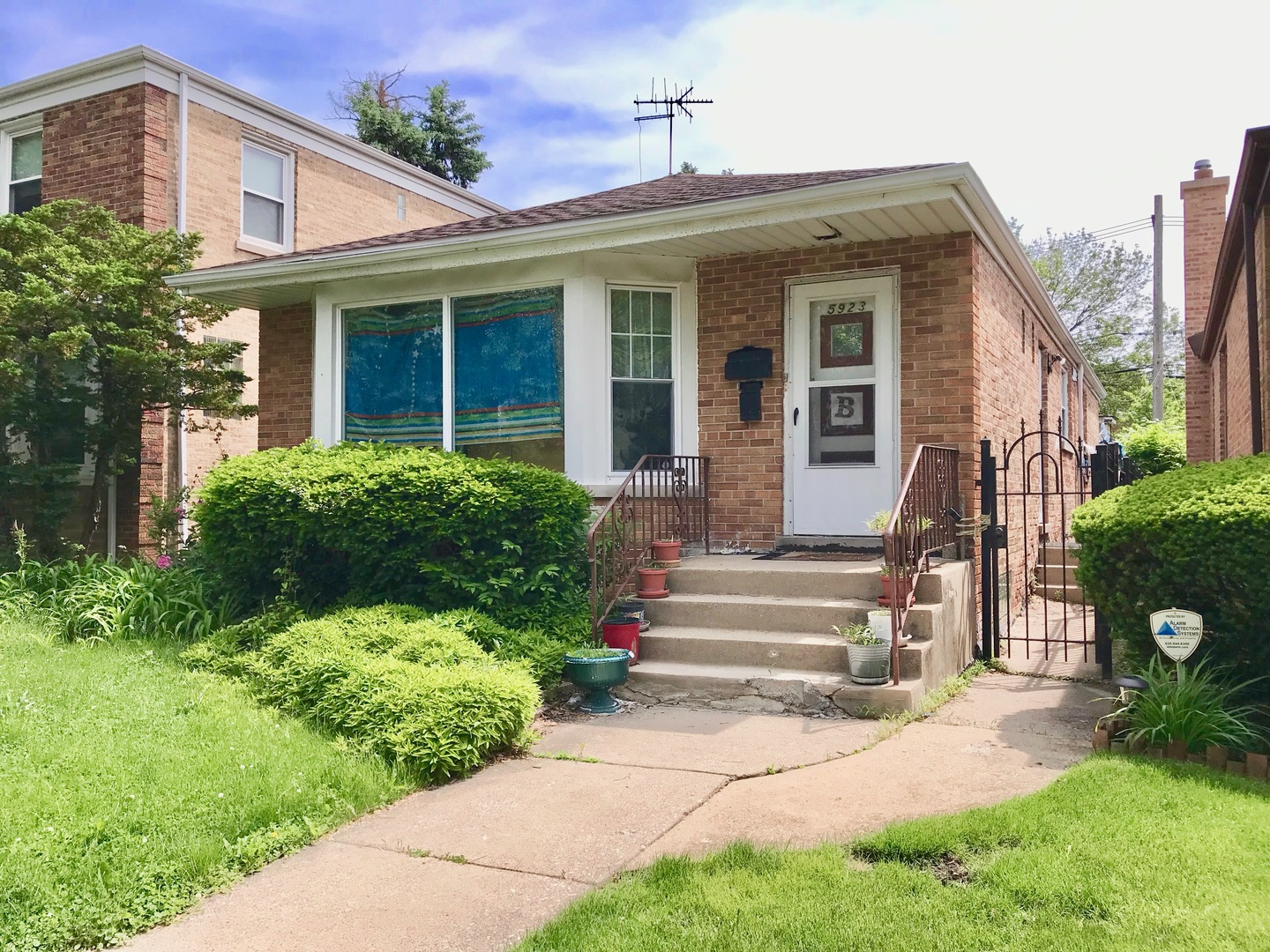 5923 North Kimball Avenue, North Park Chicago, Illinois