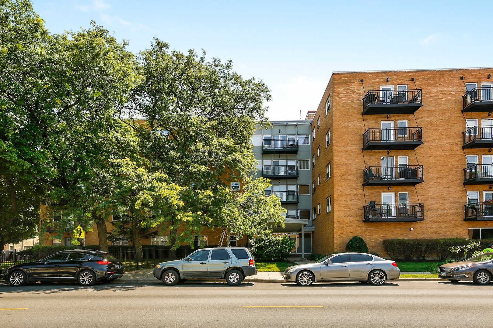 One of North Park Chicago 2 Bedroom Homes for Sale at 2501 West Bryn Mawr Avenue