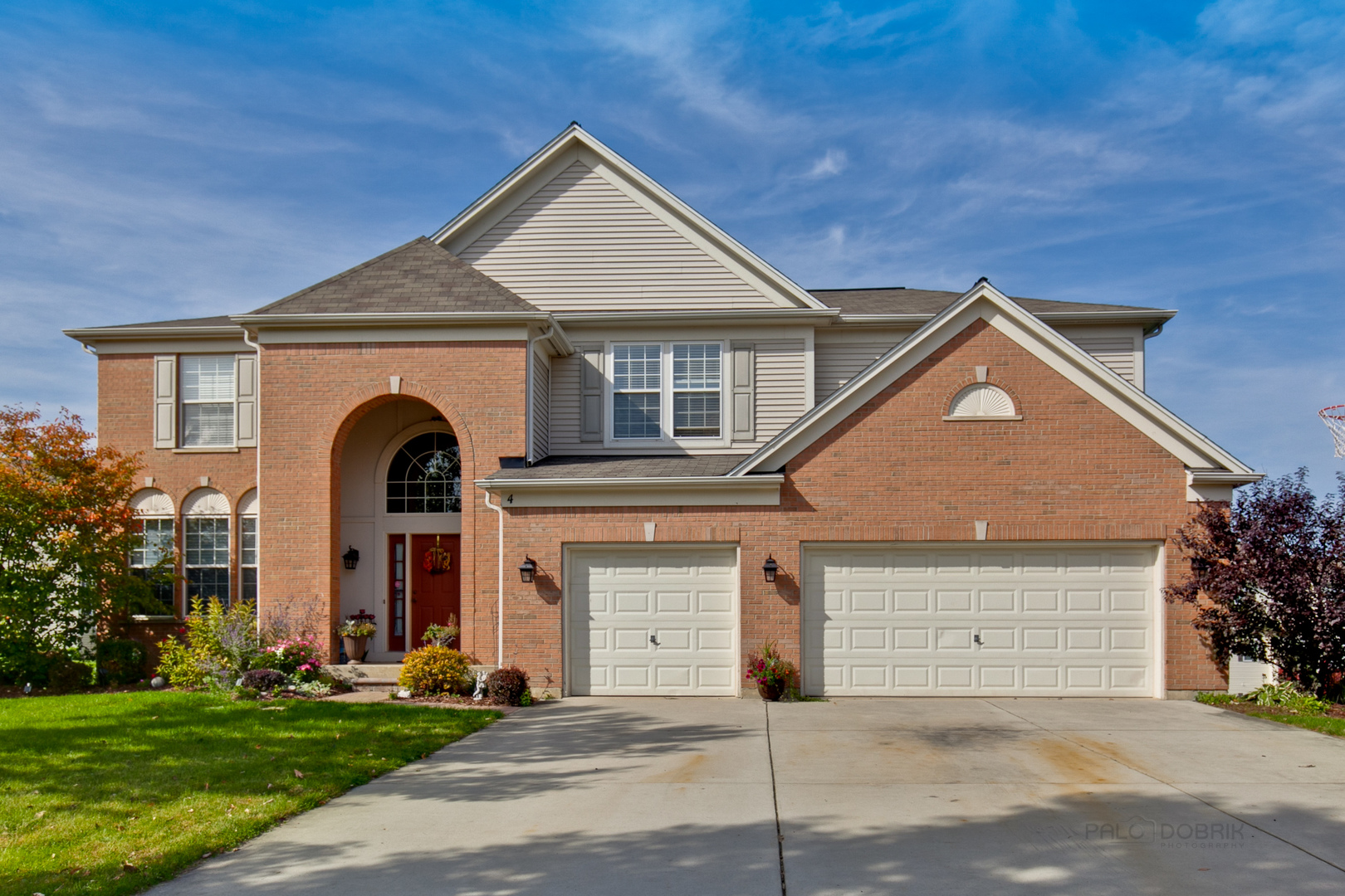 4 Tilia Court, Streamwood, Illinois 4 Bedroom as one of Homes & Land Real Estate