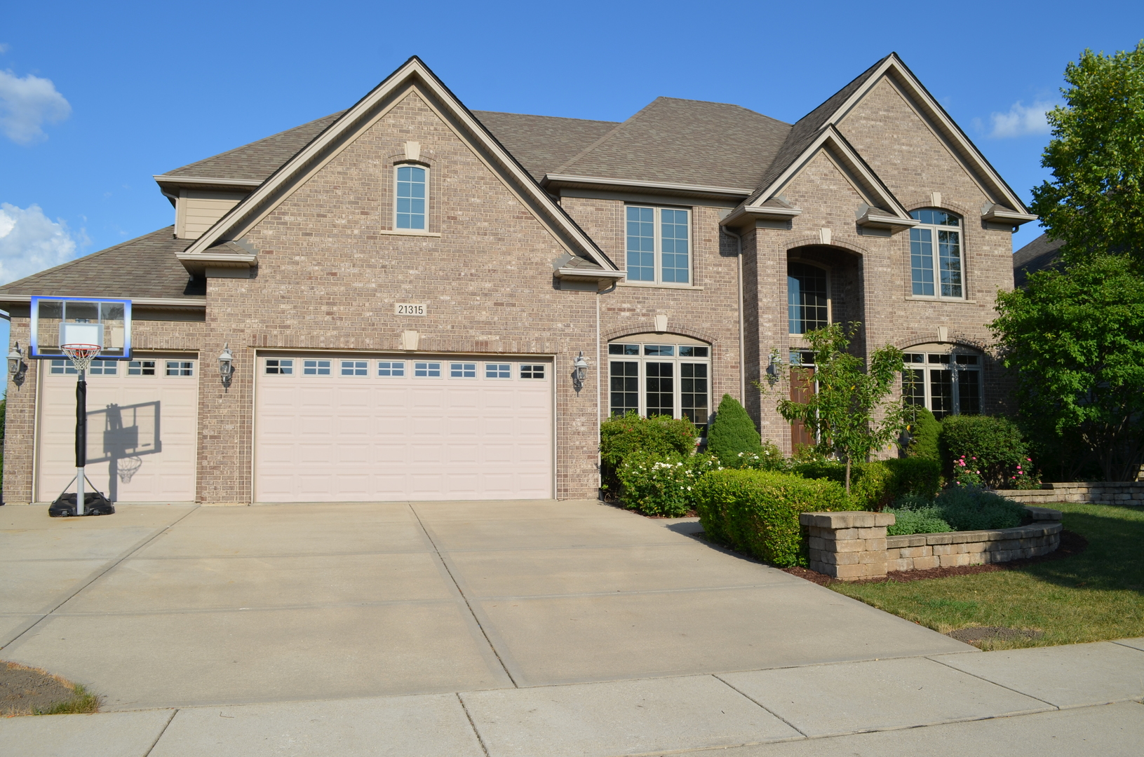 21315 South Redwood Lane, Shorewood, Illinois