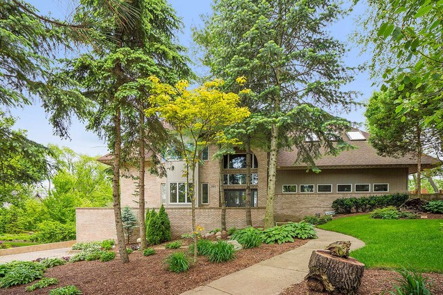 13617 South Kickapoo Trail, one of homes for sale in Homer Glen