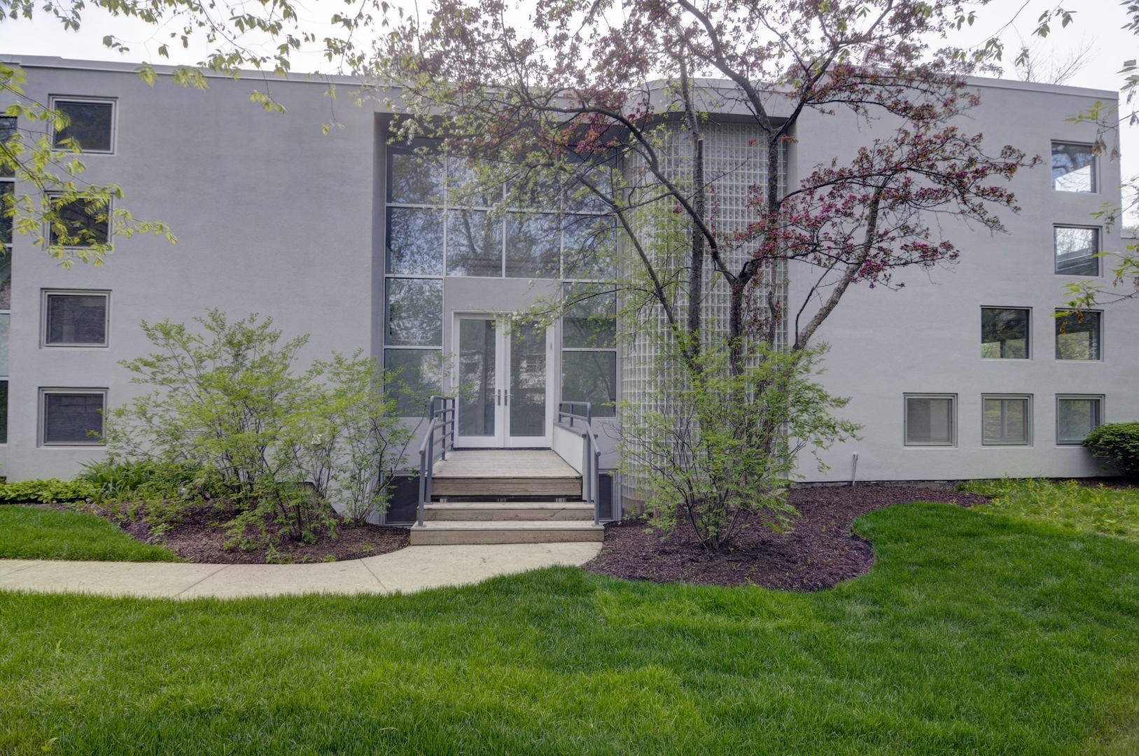 2232 Sheridan Road, Highland Park, Illinois