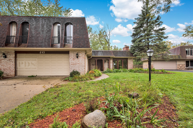 845 Deere Park Court, Deerfield, Illinois