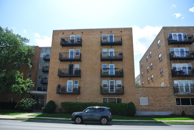 2501 West Bryn Mawr Avenue, Lincoln Square in Cook County, IL 60659 Home for Sale