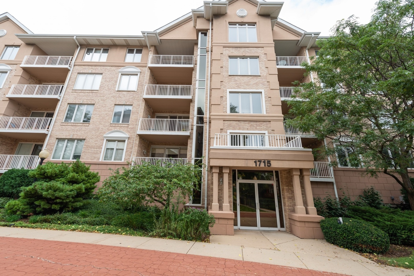 1715 Pavilion Way, Park Ridge in Cook County, IL 60068 Home for Sale