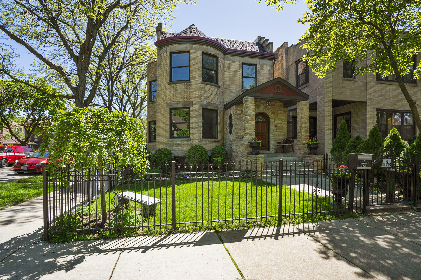 5457 North Wayne Avenue, one of homes for sale in Chicago Uptown