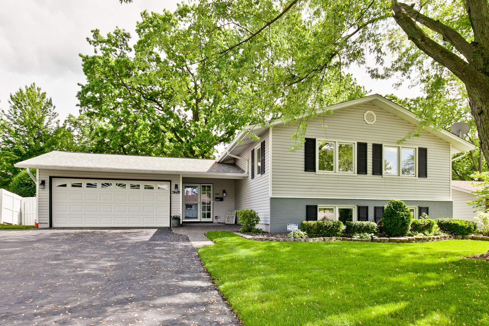 3409 Woodridge Drive, Woodridge, Illinois