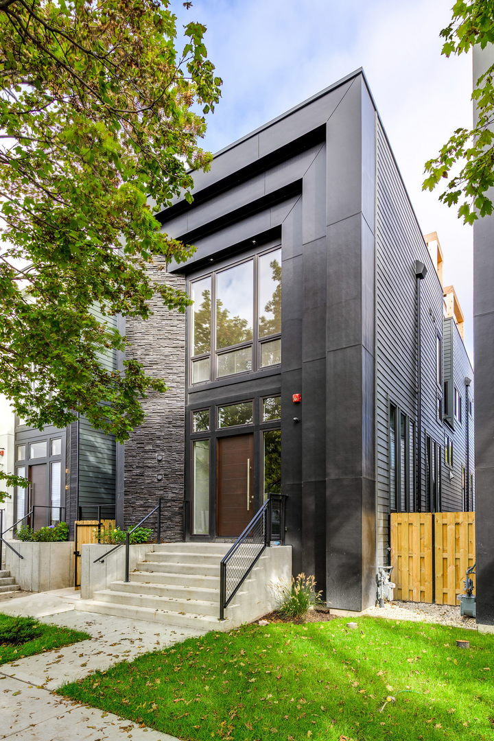 2450 West Ohio Street, one of homes for sale in Bucktown