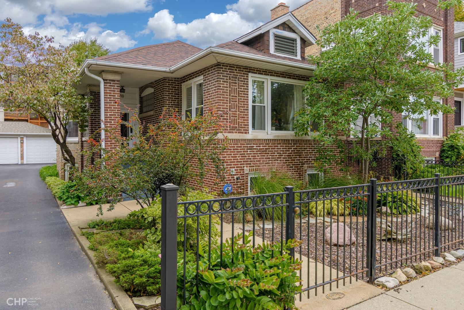 1710 West Thorndale Avenue, Rogers Park, Illinois
