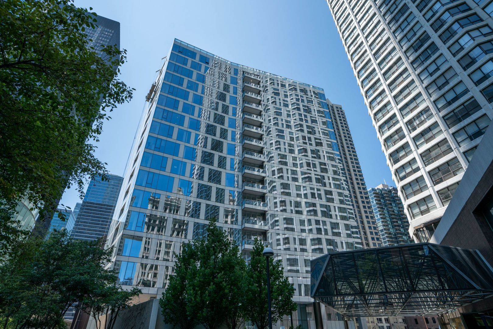 Near North Side Chicago Homes for Sale -  River View,  403 North Wabash Avenue