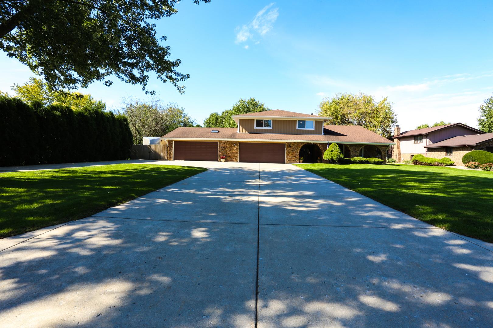 235 Essex Lane, New Lenox, Illinois