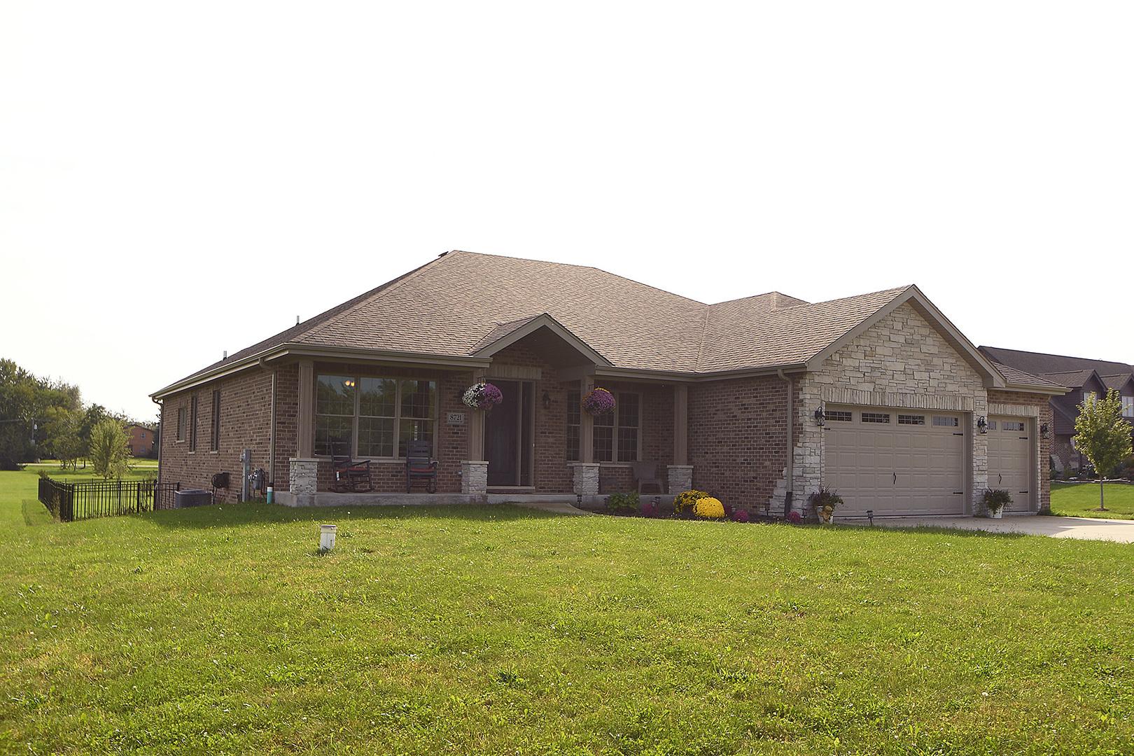 8721 West BLACKTHORNE Way, Frankfort, Illinois