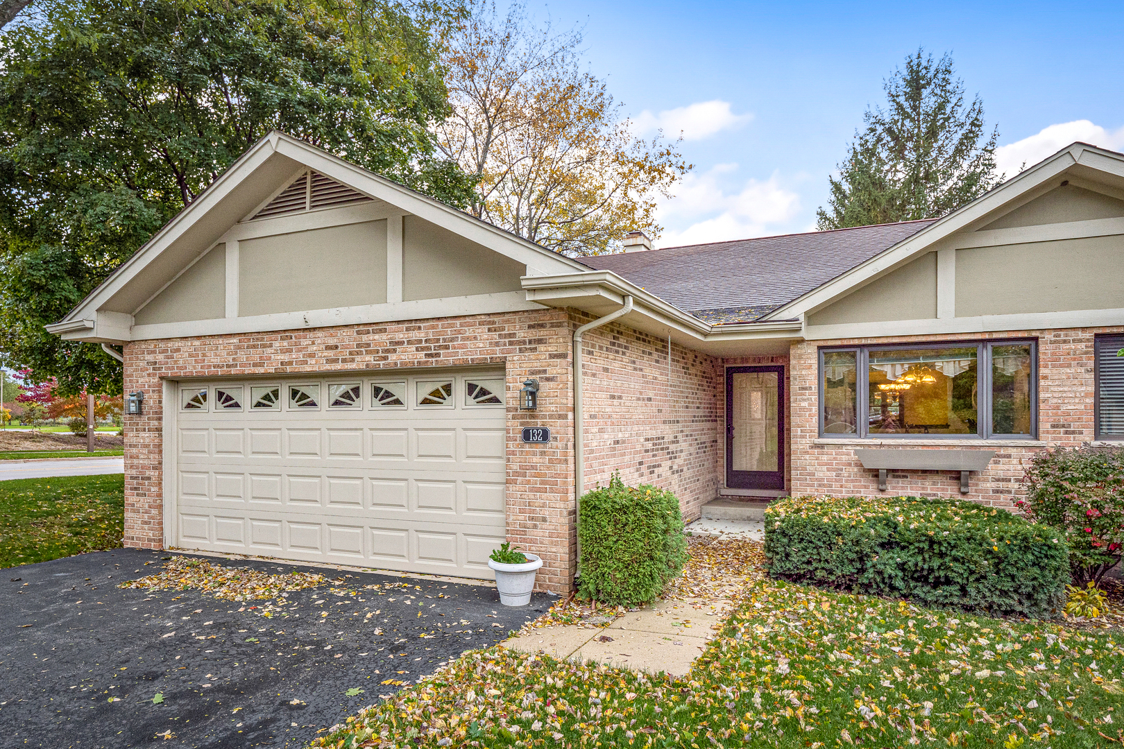 132 Villa Way, Bloomingdale, Illinois
