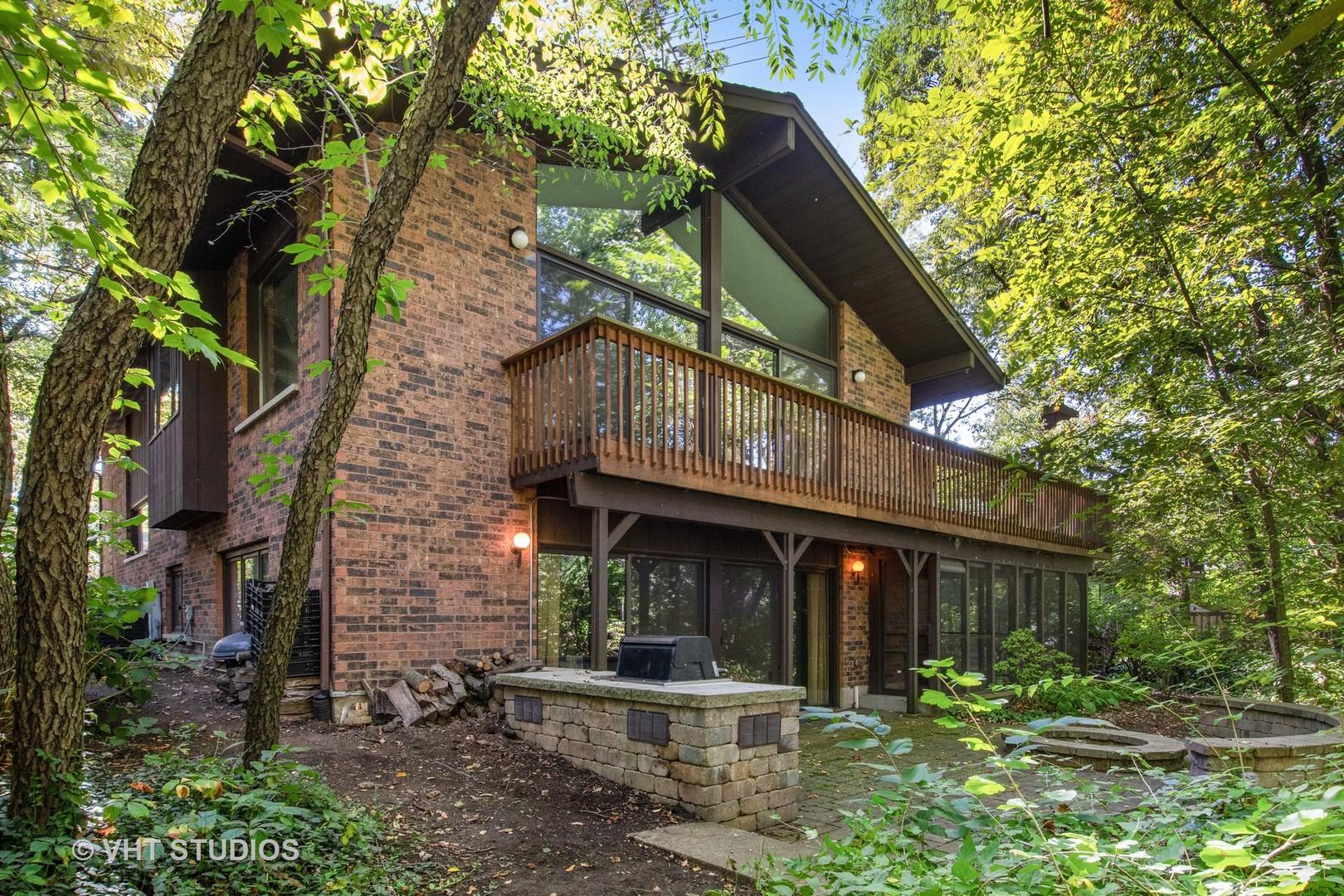 3122 Scenicwood Lane, Woodridge, Illinois
