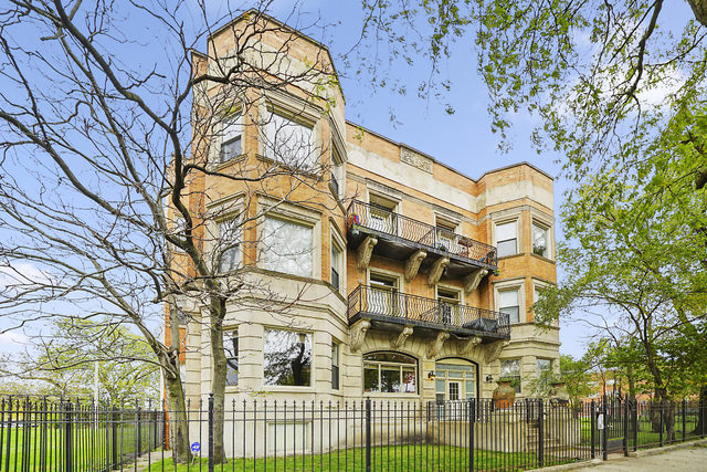 5016 South KING Drive, Hyde Park, Illinois
