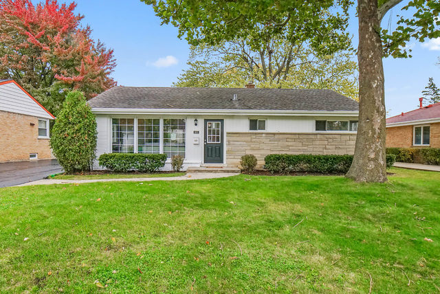 905 Meadowlark Lane, Glenview in Cook County, IL 60025 Home for Sale