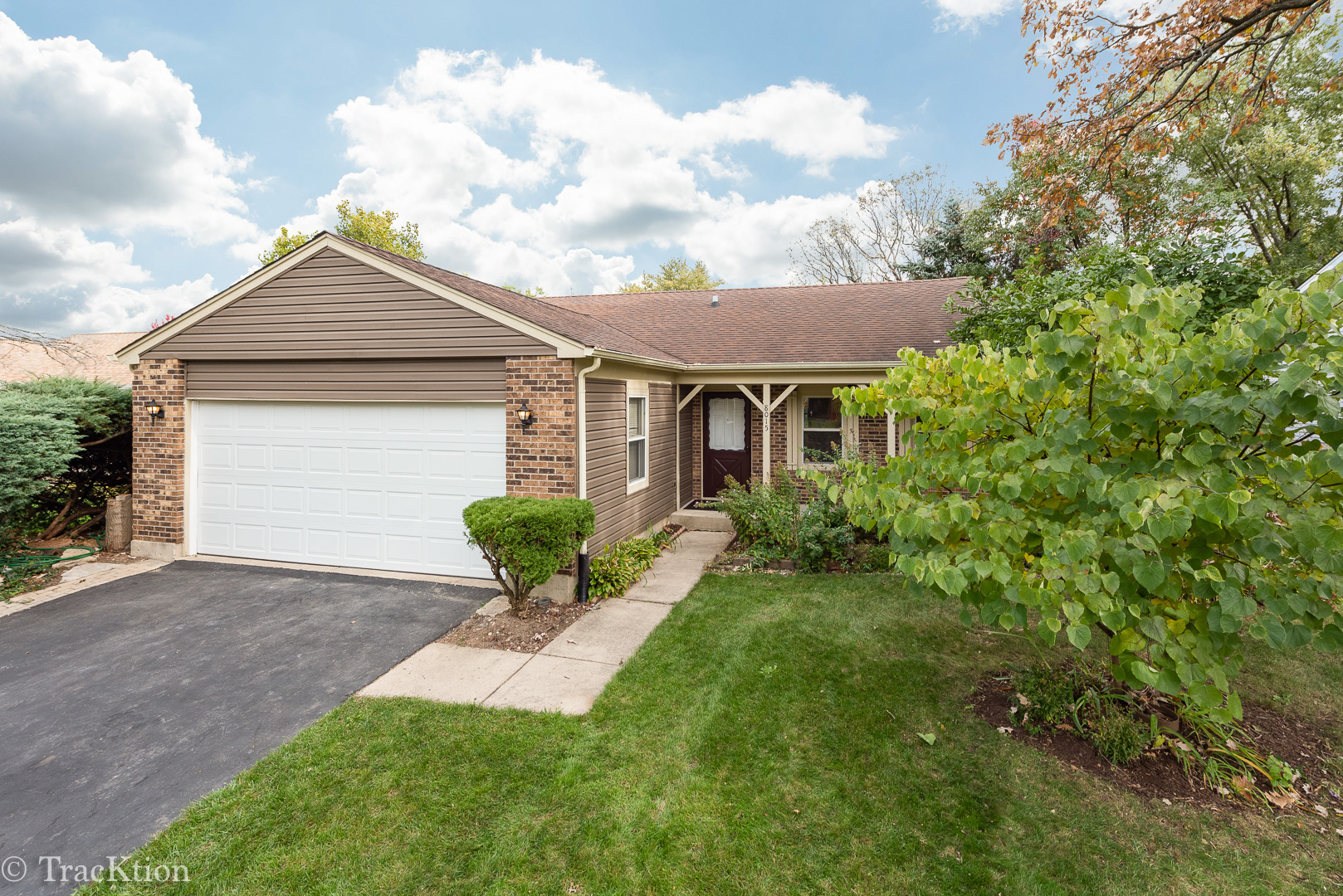 8015 Geneva Street, Woodridge, Illinois