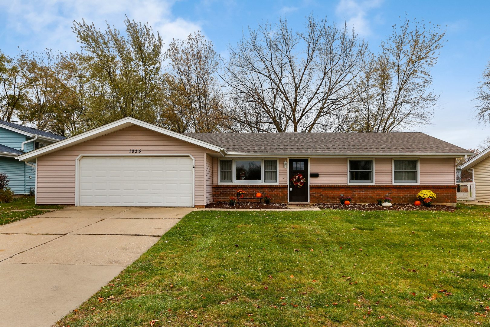 1035 West Weathersfield Way, Schaumburg, Illinois