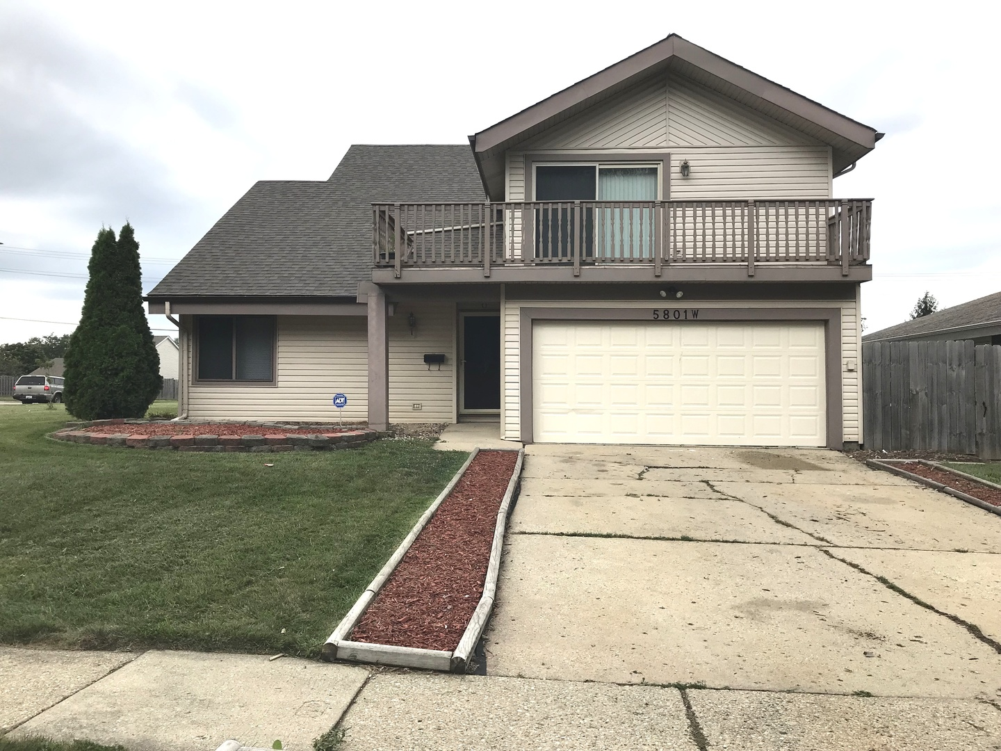 5801 West ANDOVER Drive, Hanover Park, Illinois