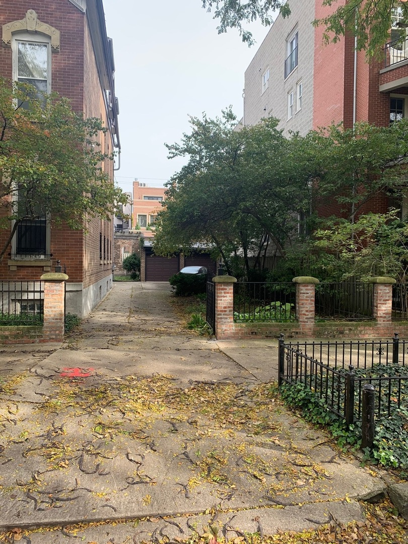 1731 North Mohawk Street, one of homes for sale in Chicago-Near West Side