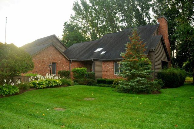 2421 TALL OAKS Drive, Elgin, Illinois