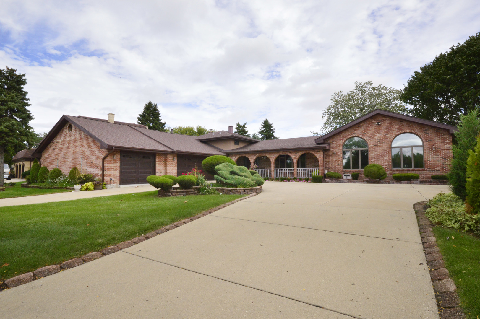 61 South Arlington Heights Road, Elk Grove Village, Illinois