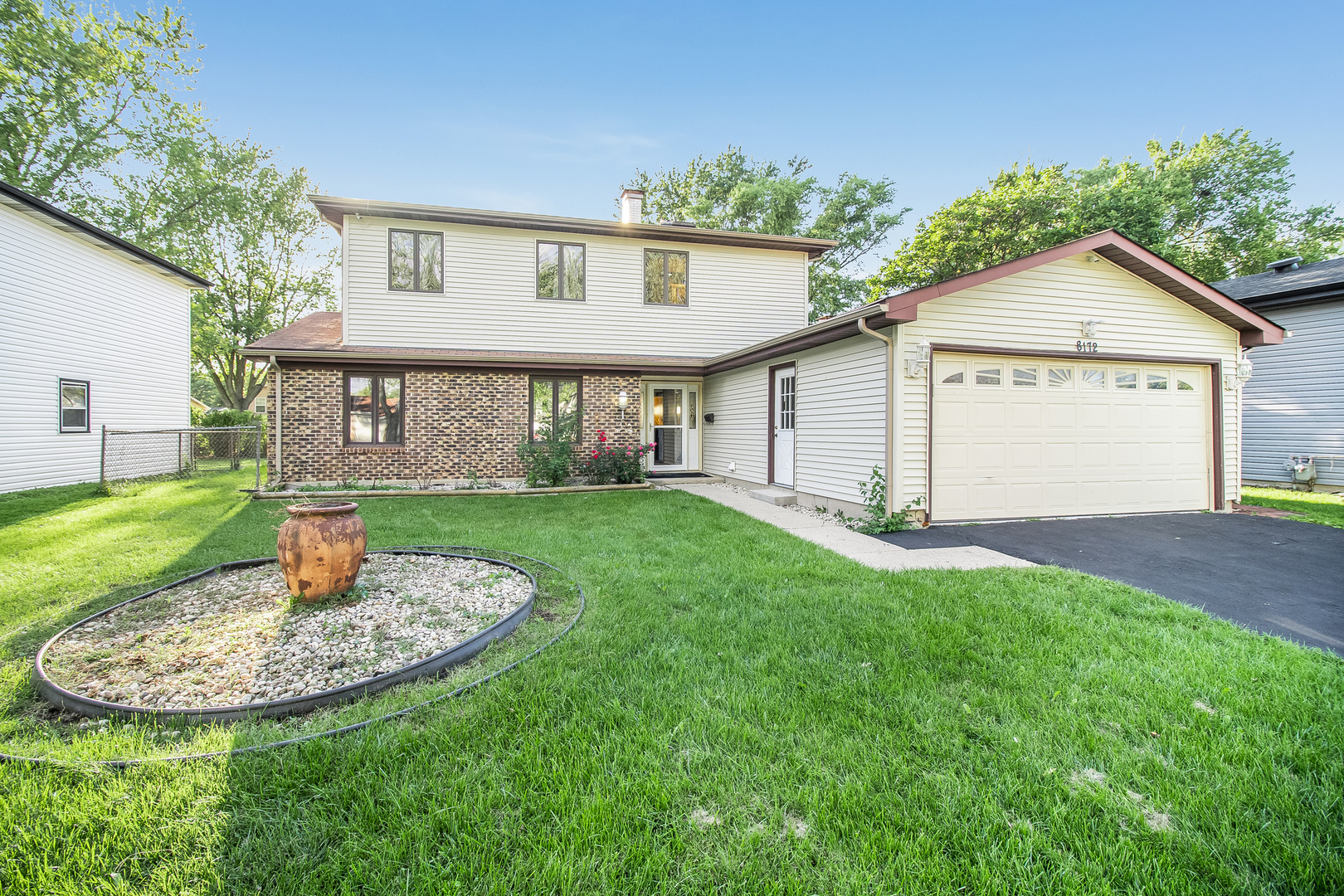8172 North Carrolton Court, Hanover Park, Illinois