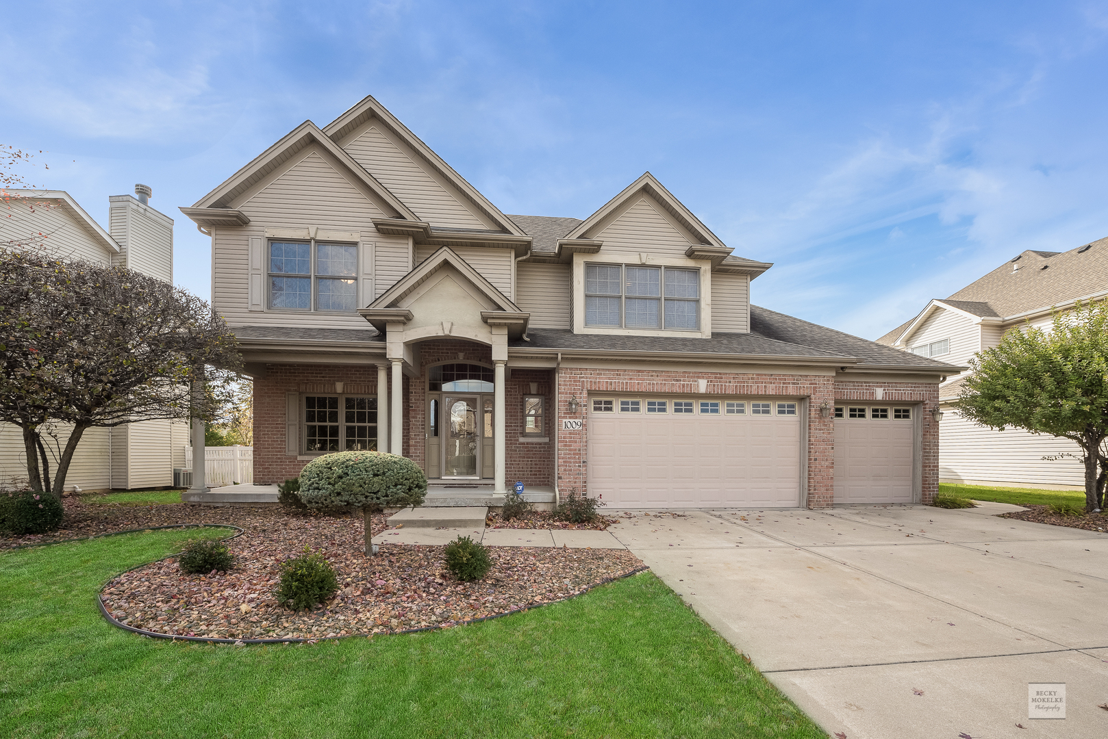 One of Shorewood 4 Bedroom Homes for Sale at 1009 Callaway Drive West