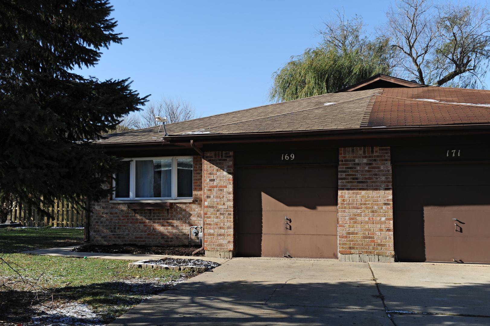 169 Virginia Court, Streamwood, Illinois