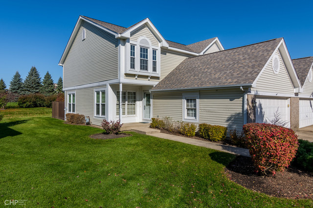 824 Stonebridge Lane, Crystal Lake, Illinois
