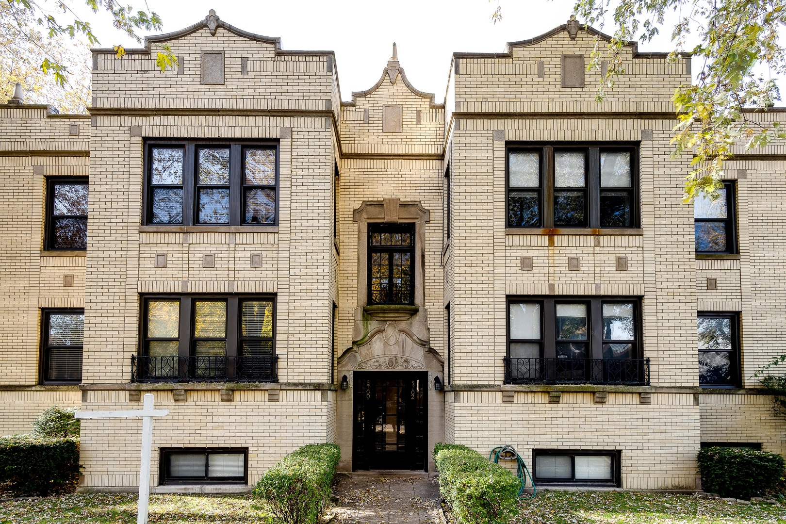 One of North Park Chicago 2 Bedroom Homes for Sale at 5702 North Maplewood Avenue