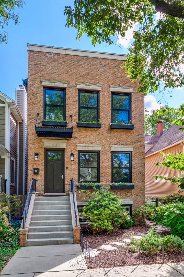 1627 West Carmen Avenue, one of homes for sale in Chicago Uptown