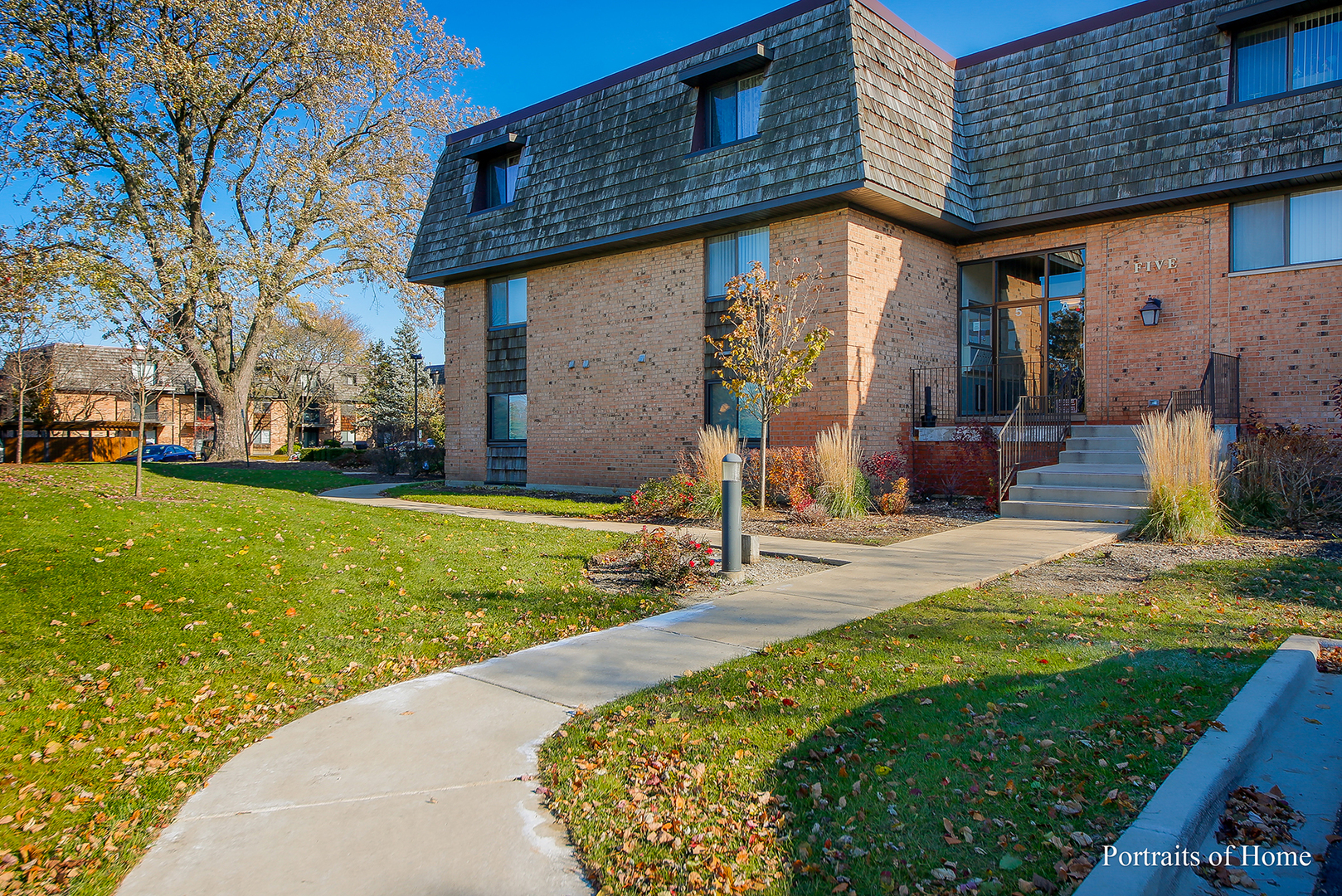 5 Oak Creek Drive, Buffalo Grove in Cook County, IL 60089 Home for Sale