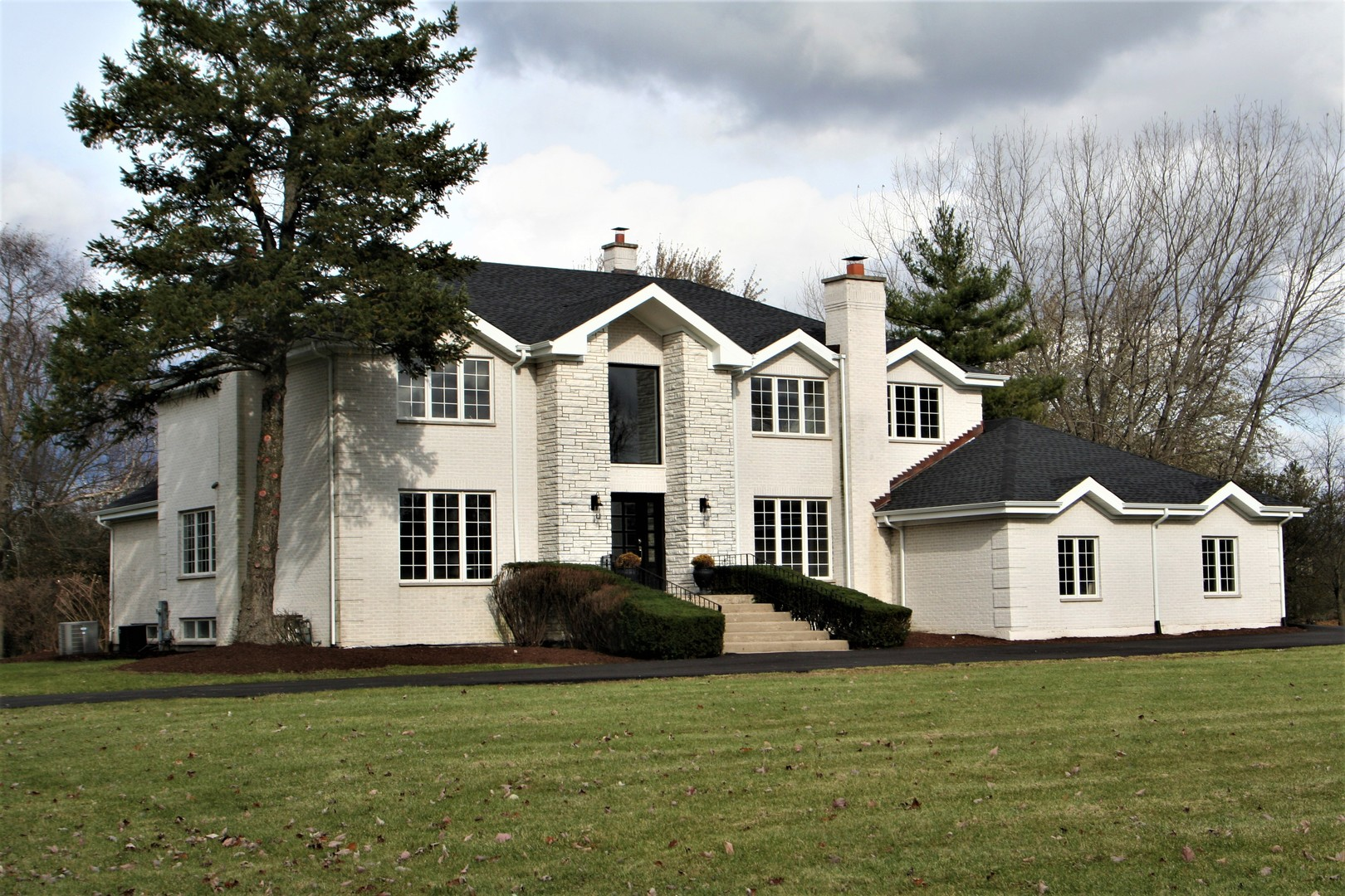 28 Lakeside Drive, South Barrington in Cook County, IL 60010 Home for Sale
