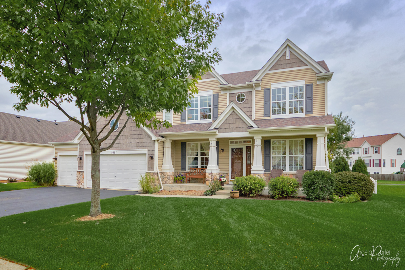 1681 Forest View Way, Antioch, Illinois