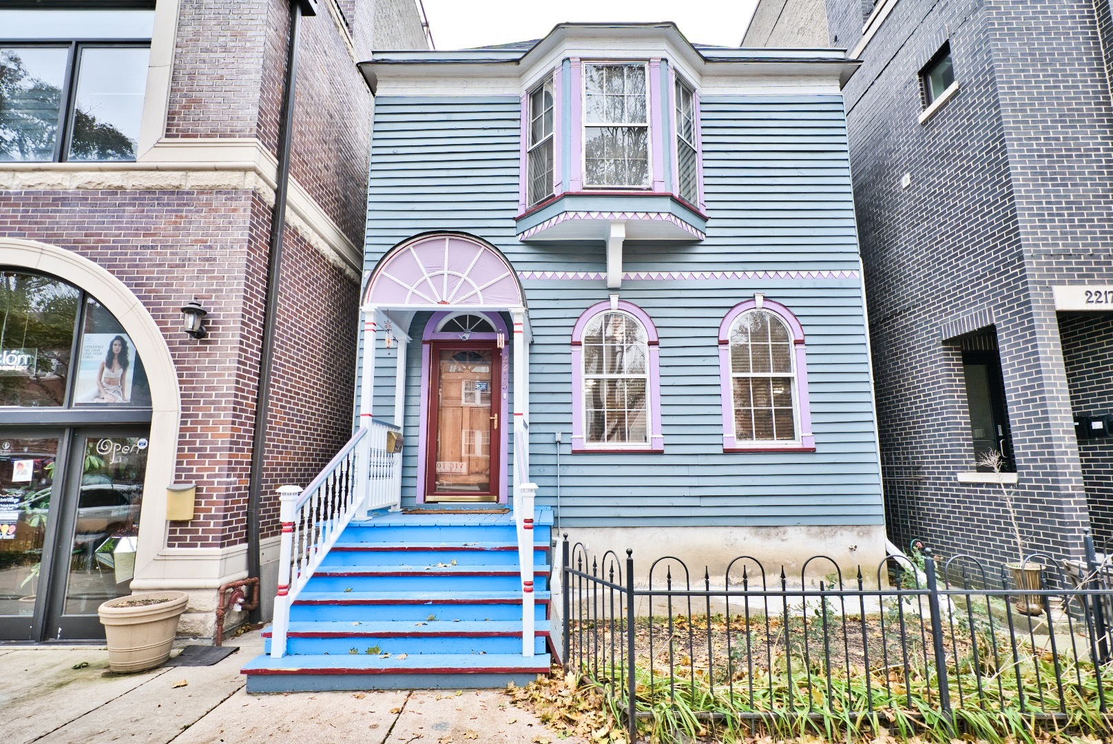 2215 West ROSCOE Street, one of homes for sale in Chicago North Center