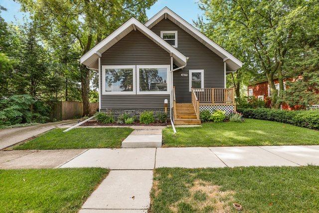 1477 Campbell Avenue, Des Plaines, Illinois