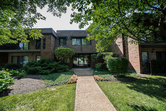 110 Old Oak Drive, Buffalo Grove in Cook County, IL 60089 Home for Sale