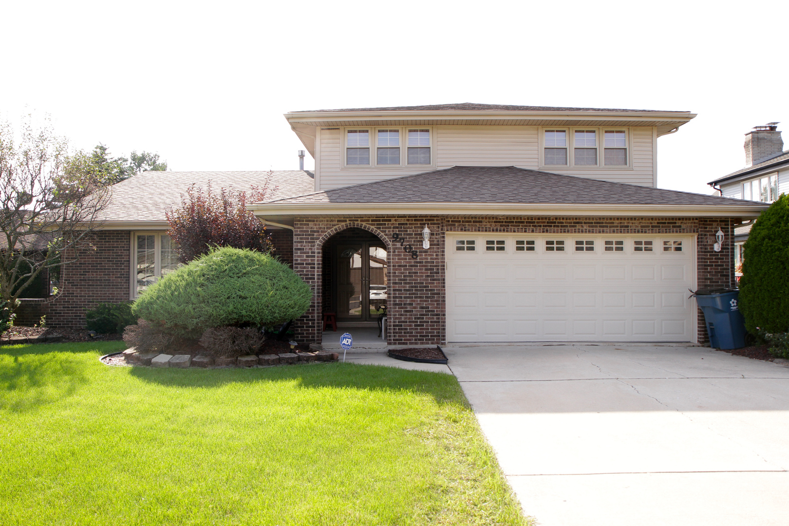 9708 South Kingsbury Court, Palos Hills, Illinois