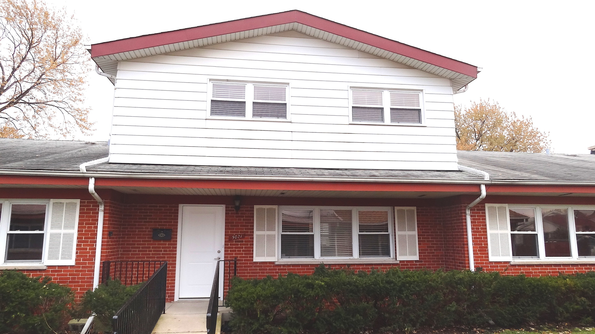 One of Niles 3 Bedroom Homes for Sale at 9021 North Clifton Avenue