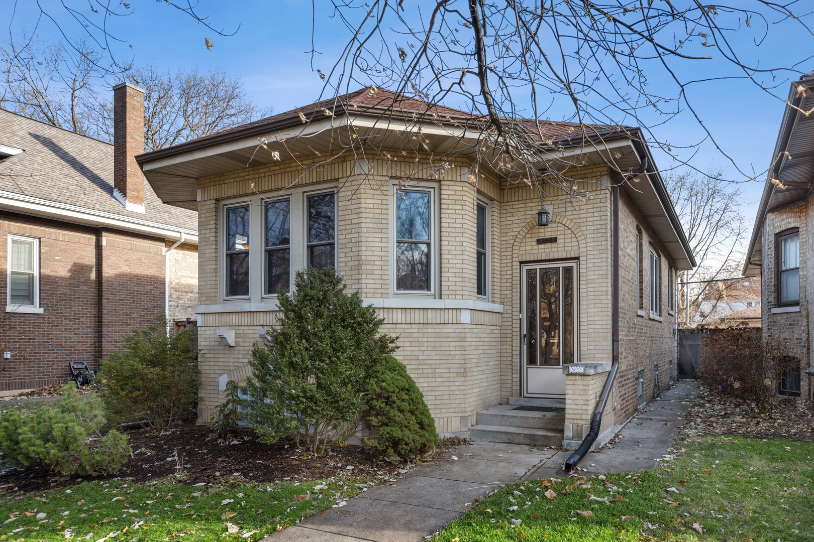 5639 North VIRGINIA Avenue, one of homes for sale in North Park Chicago
